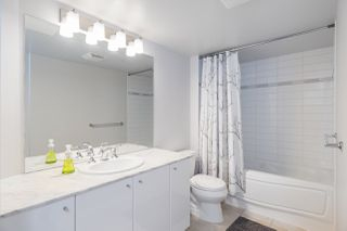 """Photo 17: 305 188 E ESPLANADE in North Vancouver: Lower Lonsdale Townhouse for sale in """"Esplanade at the Pier"""" : MLS®# R2457175"""