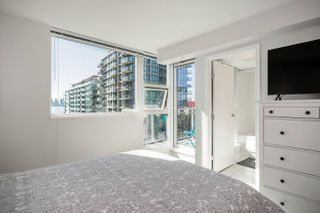 """Photo 16: 305 188 E ESPLANADE in North Vancouver: Lower Lonsdale Townhouse for sale in """"Esplanade at the Pier"""" : MLS®# R2457175"""