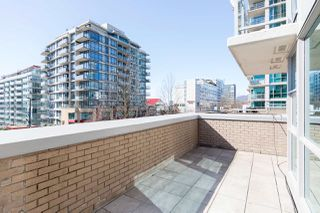 """Photo 23: 305 188 E ESPLANADE in North Vancouver: Lower Lonsdale Townhouse for sale in """"Esplanade at the Pier"""" : MLS®# R2457175"""