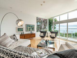 Photo 2: 207 Beach Dr in Oak Bay: OB Gonzales House for sale : MLS®# 841882