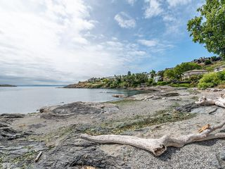 Photo 35: 207 Beach Dr in Oak Bay: OB Gonzales House for sale : MLS®# 841882