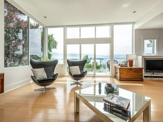 Photo 3: 207 Beach Dr in Oak Bay: OB Gonzales House for sale : MLS®# 841882