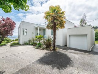 Photo 1: 207 Beach Dr in Oak Bay: OB Gonzales Single Family Detached for sale : MLS®# 841882
