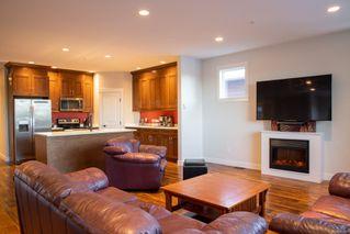 Photo 3: 6165 Strathcona Pl in : Na North Nanaimo Row/Townhouse for sale (Nanaimo)  : MLS®# 862309