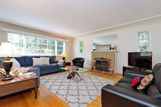 """Photo 2: 412 THIRD Avenue in New Westminster: Queens Park House for sale in """"Queens Park"""" : MLS®# R2470771"""