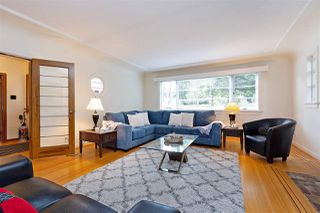 """Photo 3: 412 THIRD Avenue in New Westminster: Queens Park House for sale in """"Queens Park"""" : MLS®# R2470771"""