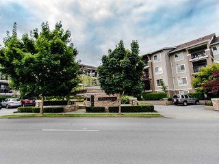 """Photo 24: 127 8915 202 Street in Langley: Walnut Grove Condo for sale in """"THE HAWTHORNE"""" : MLS®# R2474456"""