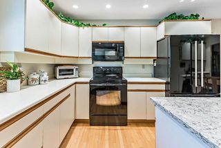 Photo 16: 20 140 STRATHAVEN Circle SW in Calgary: Strathcona Park Semi Detached for sale : MLS®# C4306034