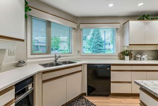 Photo 15: 20 140 STRATHAVEN Circle SW in Calgary: Strathcona Park Semi Detached for sale : MLS®# C4306034
