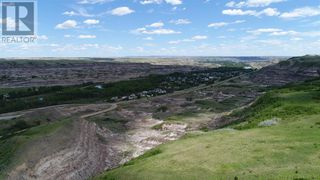 Photo 4: 750 Monarch  Hill in Drumheller: House for sale : MLS®# A1051022
