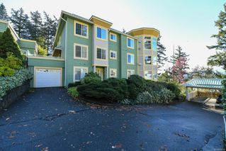 Photo 4: 201 2275 Comox Ave in : CV Comox (Town of) Condo for sale (Comox Valley)  : MLS®# 858232
