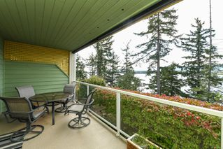 Photo 2: 201 2275 Comox Ave in : CV Comox (Town of) Condo for sale (Comox Valley)  : MLS®# 858232