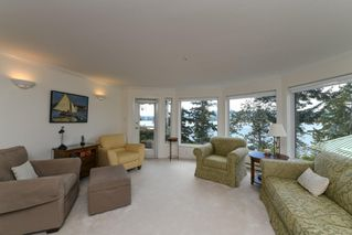 Photo 1: 201 2275 Comox Ave in : CV Comox (Town of) Condo for sale (Comox Valley)  : MLS®# 858232