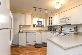 Photo 19: 201 2275 Comox Ave in : CV Comox (Town of) Condo for sale (Comox Valley)  : MLS®# 858232