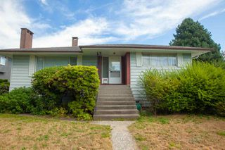 Photo 1: 6492 LAKEVIEW Avenue in Burnaby: Upper Deer Lake House for sale (Burnaby South)  : MLS®# R2404210