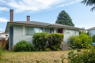 Photo 2: 6492 LAKEVIEW Avenue in Burnaby: Upper Deer Lake House for sale (Burnaby South)  : MLS®# R2404210