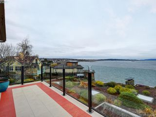Photo 3: 302 1211 Beach Drive in VICTORIA: OB South Oak Bay Condo Apartment for sale (Oak Bay)  : MLS®# 419348