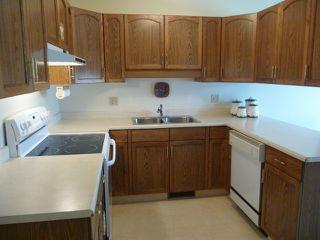 Photo 7: 33 9704 165 Street NW in Edmonton: Zone 22 House Half Duplex for sale : MLS®# E4168475