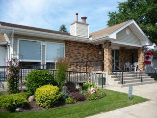 Photo 2: 33 9704 165 Street NW in Edmonton: Zone 22 House Half Duplex for sale : MLS®# E4168475