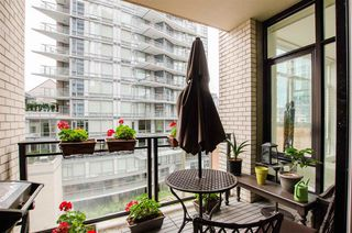 "Photo 2: 404 1252 HORNBY Street in Vancouver: Downtown VW Condo for sale in ""PURE"" (Vancouver West)  : MLS®# R2404527"
