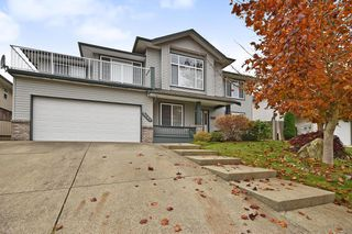 Photo 1: 8085 TOPPER Drive in Mission: Mission BC House for sale : MLS®# R2417124
