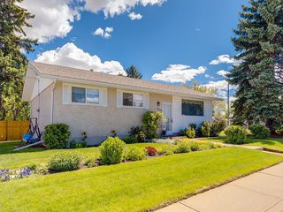 Main Photo: 6304 TREGILLUS Street NW in Calgary: Thorncliffe Detached for sale : MLS®# C4301572
