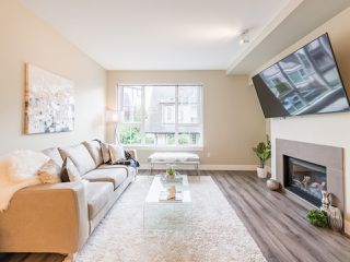 """Photo 4: 263 2501 161A Street in Surrey: Grandview Surrey Townhouse for sale in """"Highland Park"""" (South Surrey White Rock)  : MLS®# R2467326"""
