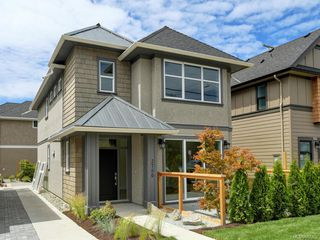 Photo 1: 2750 Gosworth Rd in Victoria: Vi Oaklands House for sale : MLS®# 842762