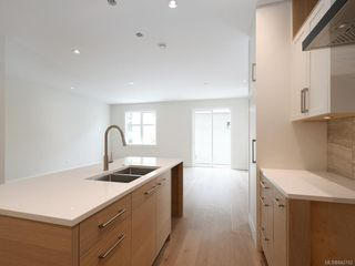 Photo 5: 2750 Gosworth Rd in Victoria: Vi Oaklands Single Family Detached for sale : MLS®# 842762
