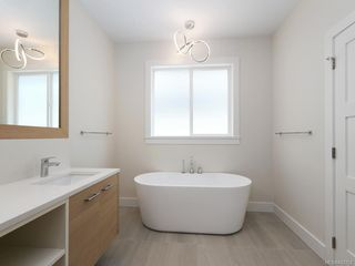 Photo 10: 2750 Gosworth Rd in Victoria: Vi Oaklands Single Family Detached for sale : MLS®# 842762