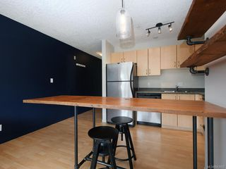 Photo 8: 203 919 MARKET St in Victoria: Vi Hillside Condo for sale : MLS®# 843802