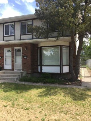 Photo 2: 10419 150 Street in Edmonton: Zone 21 House Half Duplex for sale : MLS®# E4168260