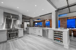 "Photo 2: 809 27 ALEXANDER Street in Vancouver: Downtown VE Condo for sale in ""The Alexis"" (Vancouver East)  : MLS®# R2428467"