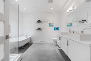 "Photo 12: 809 27 ALEXANDER Street in Vancouver: Downtown VE Condo for sale in ""The Alexis"" (Vancouver East)  : MLS®# R2428467"
