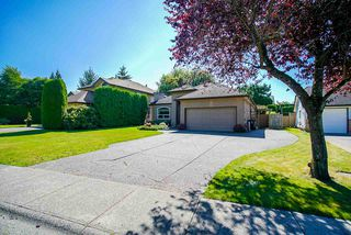 Photo 3: 20364 92A Avenue in Langley: Walnut Grove House for sale : MLS®# R2493533