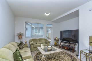 """Photo 5: 121 9718 161A Street in Surrey: Fleetwood Tynehead Townhouse for sale in """"Canopy"""" : MLS®# R2501716"""