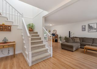 Photo 3: 1530 MACDONALD Place in Squamish: Brackendale House for sale : MLS®# R2528249