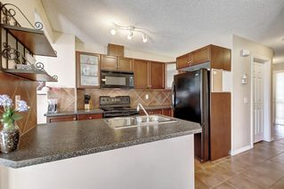 Photo 10: 115 ROYAL BIRCH MT NW in Calgary: Royal Oak Row/Townhouse for sale : MLS®# C4276537