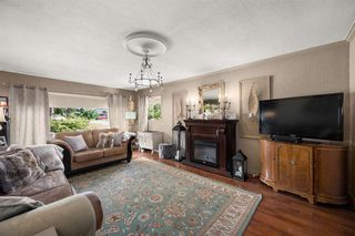 Photo 3: 2311 HEMLOCK Street in Abbotsford: Abbotsford West House for sale : MLS®# R2472292