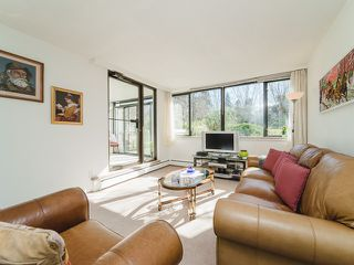 """Photo 5: 105 1740 COMOX Street in Vancouver: West End VW Condo for sale in """"THE SANDPIPER"""" (Vancouver West)  : MLS®# R2391854"""