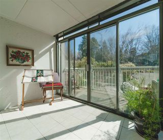 "Photo 3: 105 1740 COMOX Street in Vancouver: West End VW Condo for sale in ""THE SANDPIPER"" (Vancouver West)  : MLS®# R2391854"