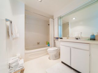 "Photo 13: 105 1740 COMOX Street in Vancouver: West End VW Condo for sale in ""THE SANDPIPER"" (Vancouver West)  : MLS®# R2391854"