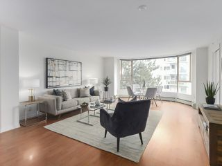 "Photo 3: 504 2108 W 38TH Avenue in Vancouver: Kerrisdale Condo for sale in ""The Wilshire"" (Vancouver West)  : MLS®# R2400833"