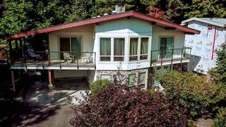 Photo 2: 655 FORESTHILL Place in Port Moody: North Shore Pt Moody House for sale : MLS®# R2443767