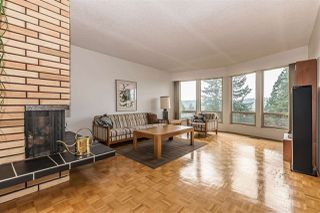 Photo 3: 655 FORESTHILL Place in Port Moody: North Shore Pt Moody House for sale : MLS®# R2443767