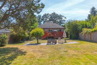 Photo 28: 2260 Central Ave in Oak Bay: OB South Oak Bay House for sale : MLS®# 844975