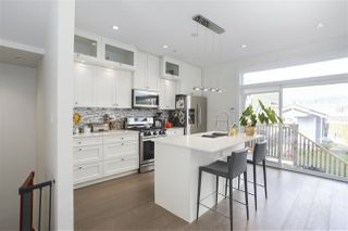 Photo 11: 2195 E PENDER Street in Vancouver: Hastings House for sale (Vancouver East)  : MLS®# R2463830