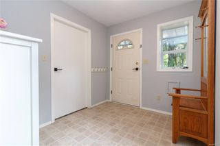 Photo 3: 861 Violet Ave in : SW Marigold Single Family Detached for sale (Saanich West)  : MLS®# 851652