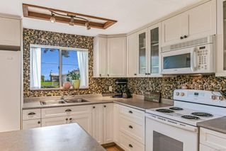 Photo 2: 1779 ASTRA Rd in : CV Comox Peninsula House for sale (Comox Valley)  : MLS®# 857727