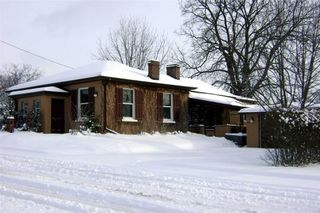 Main Photo: 1009 S Centre Street in Whitby: Downtown Whitby House (Bungalow) for sale : MLS®# E4714116